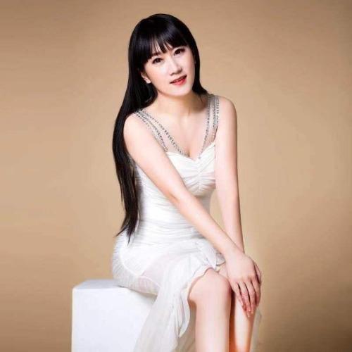 新人:金熙婕的美女聊天室
